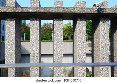 Vertical mosaic columns