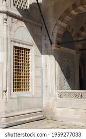 A vertical shot of Topkapi Palace Harem in Istanbul, Turkey under the sunlight