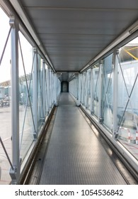 Vertical view of the airport bridge, where passengers connect with the plane.