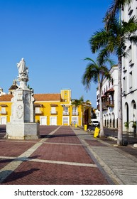 vertical view of beautiful plaza de la aduana with the statue of Christopher colombus