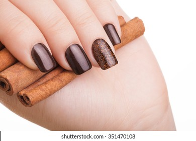 Very beautiful brown nails and cinnamon.