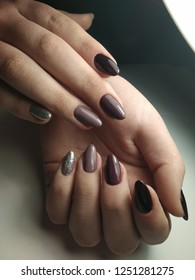Very beautiful oval shaped nails with festive designs.