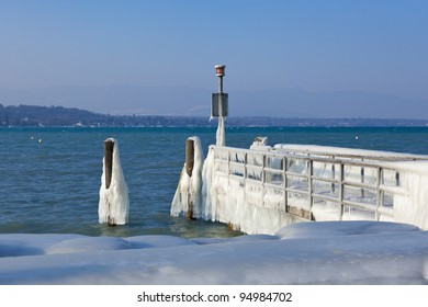 Very cold temperature give ice and freeze at the lake Leman border in Geneva