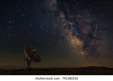 Very Large Array with Milky Way at New Mexico