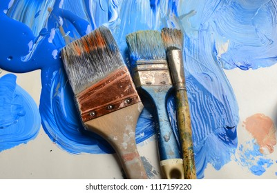 Very Nice 3 brushes a Paper pallet and Blue Paint