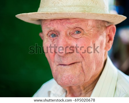 very old man portrait emotions grandfather の写真素材 今すぐ編集