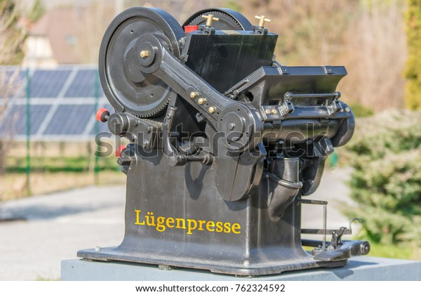 Very old printing press with the German word lying journalism for dubious journalism