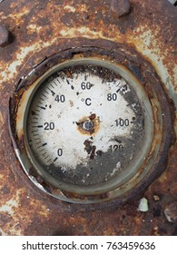 Very old temperature gauge damaged by the rust.
