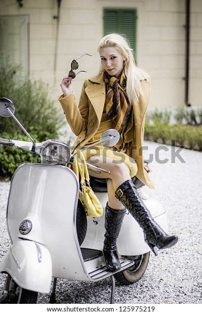 Vespa Vintage Girl