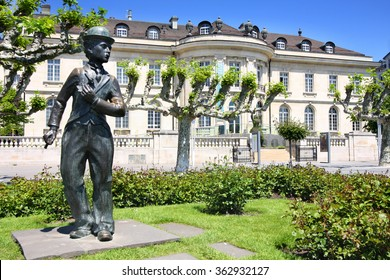 VEVEY, SWITZERLAND - 24 MAY: Bronze statue of comedian actor Charlie Chaplin on the promenade in Vevey (Vaud), Switzerland on May 24,2010.
