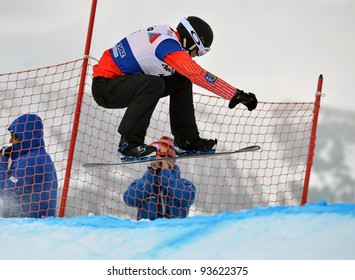 VEYSONNAZ, SWITZERLAND - JANUARY 21: Finalist Kevin Hill (CAN) competes at the FIS World Championship Snowboard Cross finals on January 21, 2012 in Veysonnaz, Switzerland