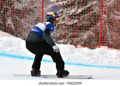 VEYSONNAZ, SWITZERLAND - JANUARY 21: Finalist Pierre Vaultier (FRA) competes in the FIS World Championship Snowboard Cross finals on January 21, 2012 in Veysonnaz, Switzerland