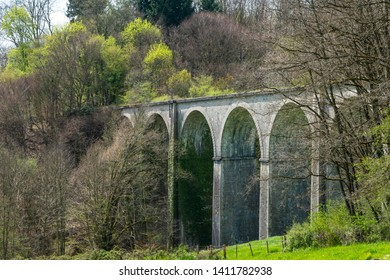 The viaduc de Montsarin is a reamain of an old railway track in the french Burgundy, which was replaced by a new TGV highspeed track nearby