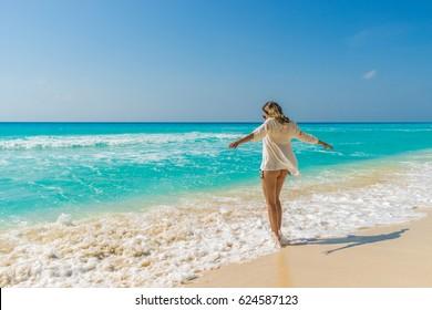 Viagem de férias  ao México, cidade de Cancun em Quintana Roo. Belas praiase muita diversão. Pari em frente ao hotel Secrets Resort.