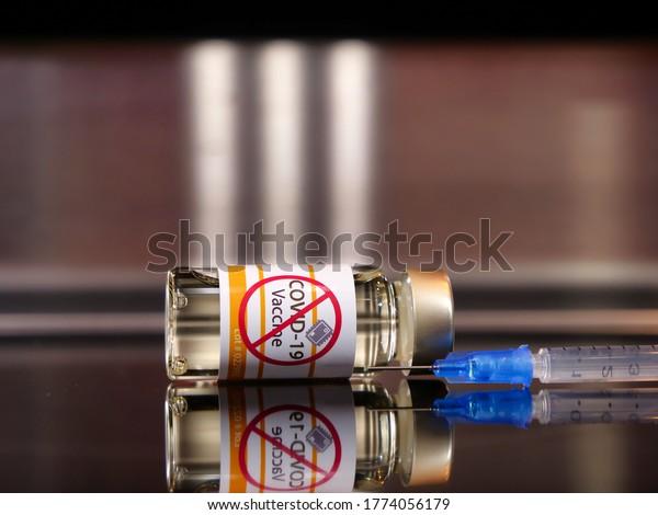 Activistas antivacunales antivax covid-19 coronavirus