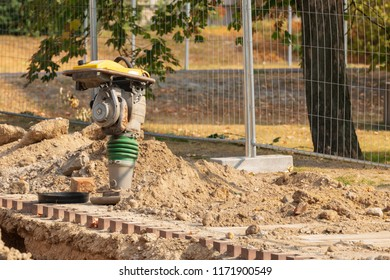 Vibratory tamper / vibrating tamper on a construction site