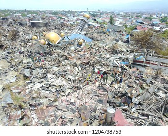 Victims of the earthquake, tsunami and liquefaction disaster that occurred in the city of Palu, Indonesia, Balaroa Village, West hammer district, which claimed thousands of lives on September 28 2018