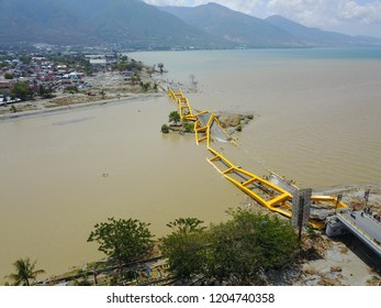 Victims of the earthquake, tsunami and liquefaction disaster that occurred in the city of Palu, Indonesia, palu bridge lere vilage on 28 september 2018