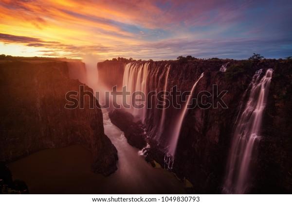 ビクトリア滝(ザンビアとジンバブエ)