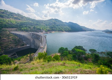Victoria reservoir in Kandy, Sri Lanka