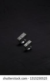 Vida bella (beautiful life) rings.
