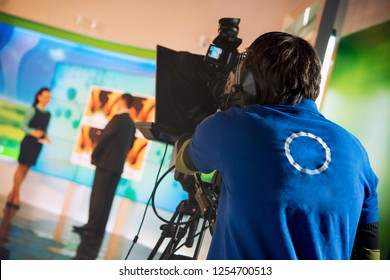 VIDEO OPERATOR REMOVES AS JOURNALIST TALKS INTERVIEW IN TELEVISION STUDIO