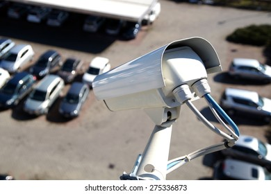 Video surveillance camera installed on a vehicle parking
