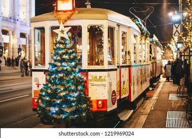Viena, Austria - December 2017: Christmas decorated tram on the Vienna Ring line