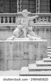 Vienna - The alegorical statue in front of Neue Burg building in winter