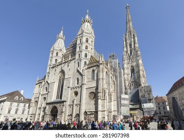 VIENNA, AUSTRIA - APRIL 29, 2015: St. Stephens Cathedral and surrounding houses on Stephansplatz