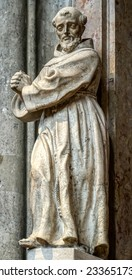 VIENNA, AUSTRIA/EUROPE - SEPTEMBER 22 : Statue in St Stephans Cathedral in Vienna on September 22, 2014