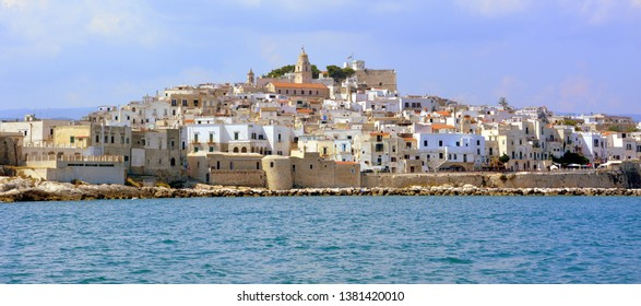 Vieste is an Italian town in the province of Foggia in the Gargano area of Puglia. Seaside resort, for the quality of its bathing water has been repeatedly awarded the Blue Flag.