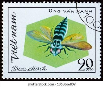 VIETNAM - CIRCA 1982: a stamp printed in Vietnam shows ong van xanh, bee, circa 1982