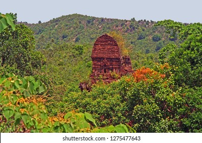 Vietnam, Hoi An, My Son abandoned and ruined Hindu temple dedicated to the god Shiva.