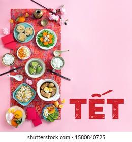Nourriture familiale vietnamienne pour le thé. Concept lunaire de la nouvelle année des aliments traditionnels sur fond printanier prêt à être conçu.