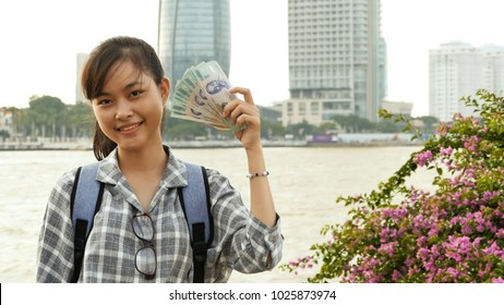 The Vietnamese girl holds in her hands and boasts five hundred thousand denominations of Vietnamese dong.