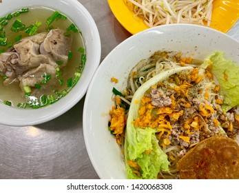 Vietnamese hu tiu rice noodle soup