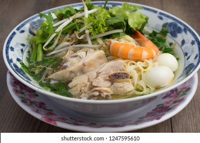 Vietnamese pork and shrimp noodle soup (Hu tieu mi): Broth is made from pork bones, filled it with a bowl of vermicelli & egg noodles. Garnish with chopped scallions, slices of chicken or pork, shrimp