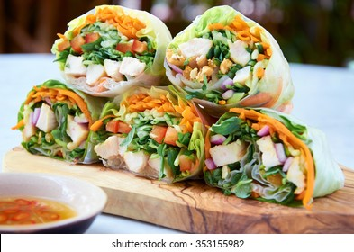 Vietnamese rice paper spring rolls with fresh vegetables and chicken strips, healthy asian wraps