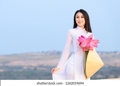 Vietnamese woman with traditional clothes