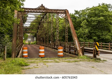 A view of an abandoned and soon-to-be-demolished Camelback through truss bridge in Mercer County, Pennsylvania.