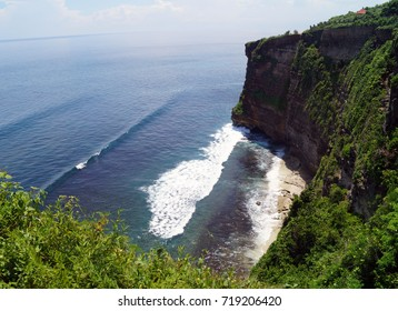 view from above on the Indian Ocean and the edge of the cliff, Pura Luhur Uluwatu, Bali, Indonesia