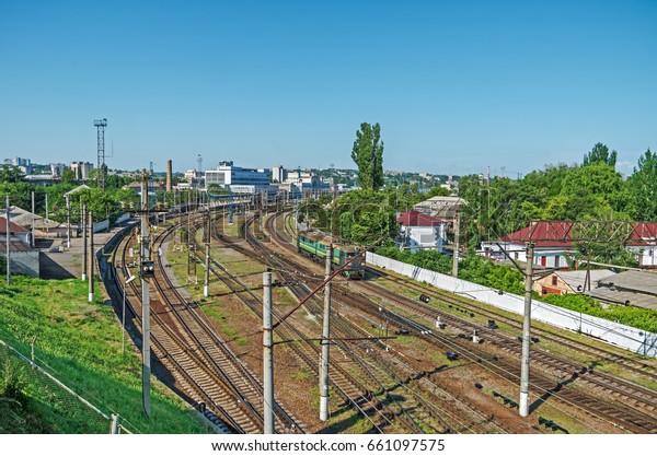 view-access-railway-tracks-leading-600w-