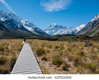 View along the Hooker Valley track in Mt Cook National Park