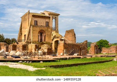 View to ancient Flavian Palace - Domus Flavia- on Palatine hill in Rome, Italy
