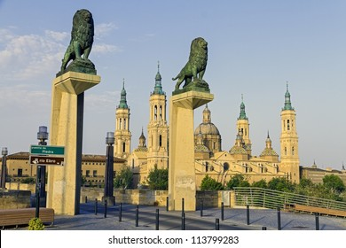 View of the Basilica Cathedral of Our Lady of the Pillar, Catedral Basilica de Nuestra Se���±ora del Pilar, Zaragoza Spain