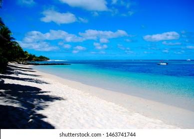 View beack ocean blue water sky white sand