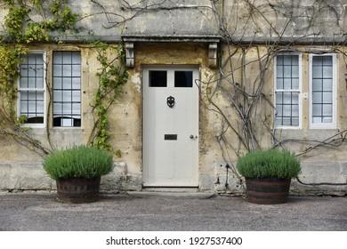 Aussicht auf ein schönes Haus im Außenbereich und auf eine Londoner Straße