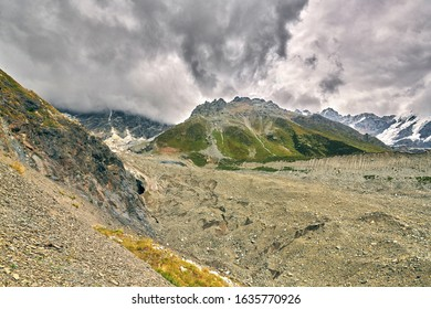 View of the beginning of the Shkhara glacier. From the left, a deep glacier crack, bergschrund is visible. The beginning of the storm. One-day tracking from Ushguli August 2019.