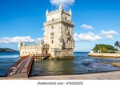 Blick auf den Turm Belem am Ufer des Tejo in Lissabon - Portugal